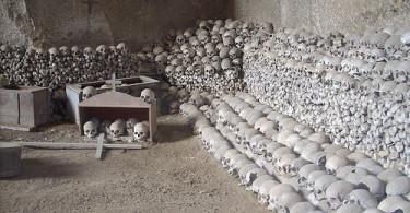 Il-Cimitero-delle-Fontanelle-visite-guidate
